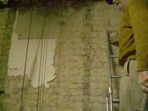 Kalk verwijderen muur badkamer