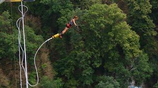 видео прыжок с тарзанкой