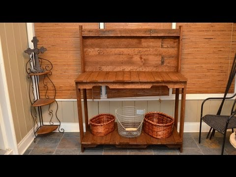 build-a-garden-potting-work-table-for-free-out-of-old-wood-pallets!