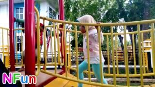 Dunia Anak Anak   Bermain di Taman Kanak Kanak Stasiun Permainan   Play in Kids Playground Park Kind