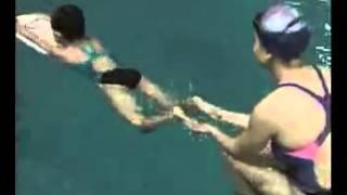 一個很好的蛙泳視頻教程。CCTV跟我游泳 thumbnail