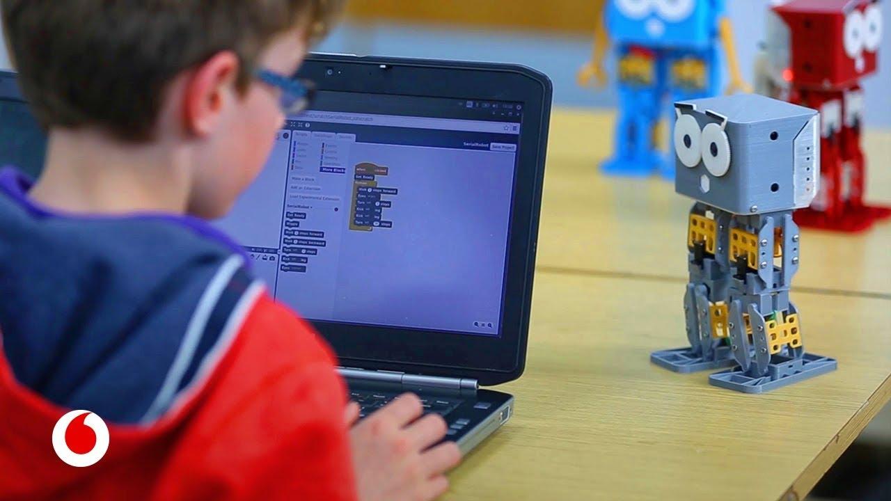 Marty, el robot que enseña a los niños a programar bailando