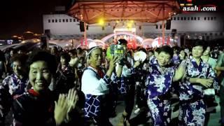中国で開催中の上海万博で28日夜、「大阪―上海友好盆踊り大会」が開か...