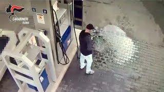 """""""Cosi dò fuoco al benzinaio"""", il video dell'incendio in provincia di Roma"""