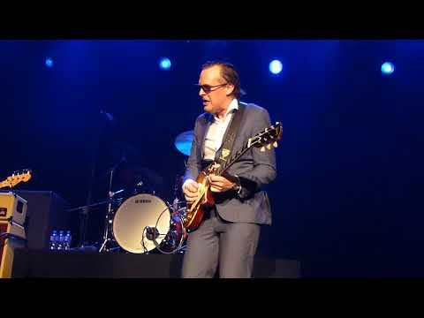 Joe Bonamassa - Let Me Love You Baby - 6/29/16 Vicar St - Dublin, Ireland