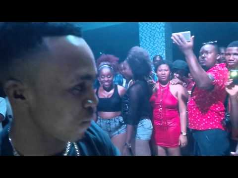 HUMBLESMITH LIVE PERFORMANCE AT NV LOUNGE AND NITE CLUN IN OWERRI. [OSINACHI]