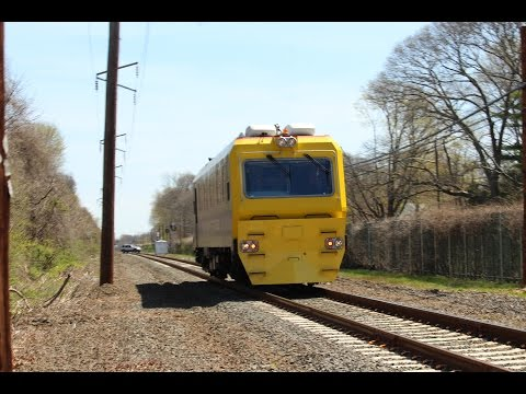 LIRR's TC82 en Route to Babylon at McConnell Ave