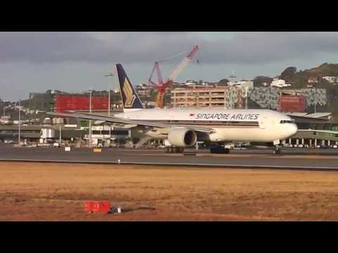 Wellington Airport - Singapore Airlines Boeing 777-212 9V-SRP Take off RWY34