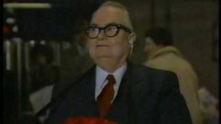 "Larry ""Bud"" Melman Greets Travellers, Part 1"