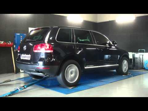 touareg r5 towing polo up muddy road doovi. Black Bedroom Furniture Sets. Home Design Ideas