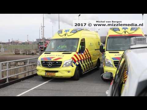 Man overleden na val met steiger in water bij sluis IJmuiden