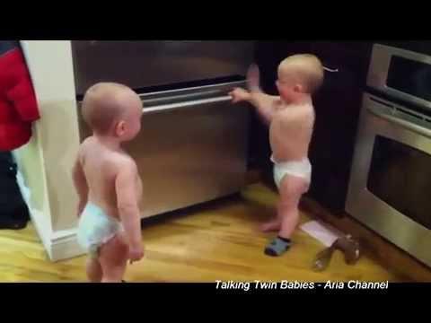 Tingkah Lucu Bayi Saat Bertengkar