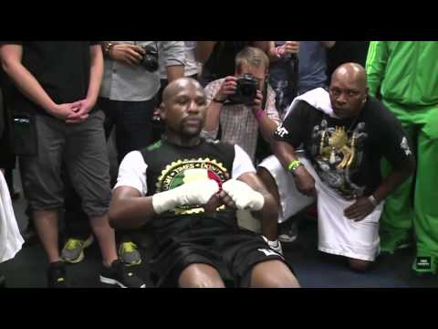 Mayweather doing core workout with crunches and ab roller