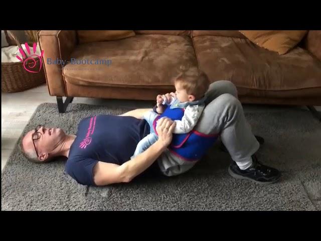 Oefening voor de bilspieren samen met je baby