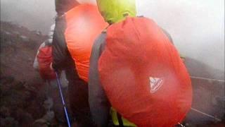 Mt. Fuji winter skis  climbing Mountain climbing of Mt. Fuji