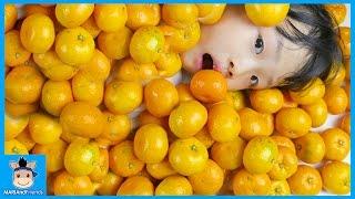 귤 100개 다 먹기 도전하다 ! 과연 망가진 최후의 승자는? (침샘주의ㅋ) ♡ 귤 먹방 무한도전 놀이 Orange Challenge | 말이야와친구들 MariAndFriends