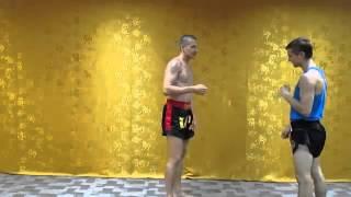 Защита от бокового удара   муай тай тайский бокс для самообороны Muay Thai(Мир тайского бокса: http://nicekick.ru/ Мой канал: http://www.youtube.com/user/TheDementr Тайский бокс, тайский бокс видео, клуб тайско..., 2014-02-17T17:16:39.000Z)
