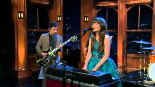 She & Him 'Don't Look Back' (Live)