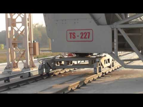 TS Rail Mounted Shiploader loading grain to Barges