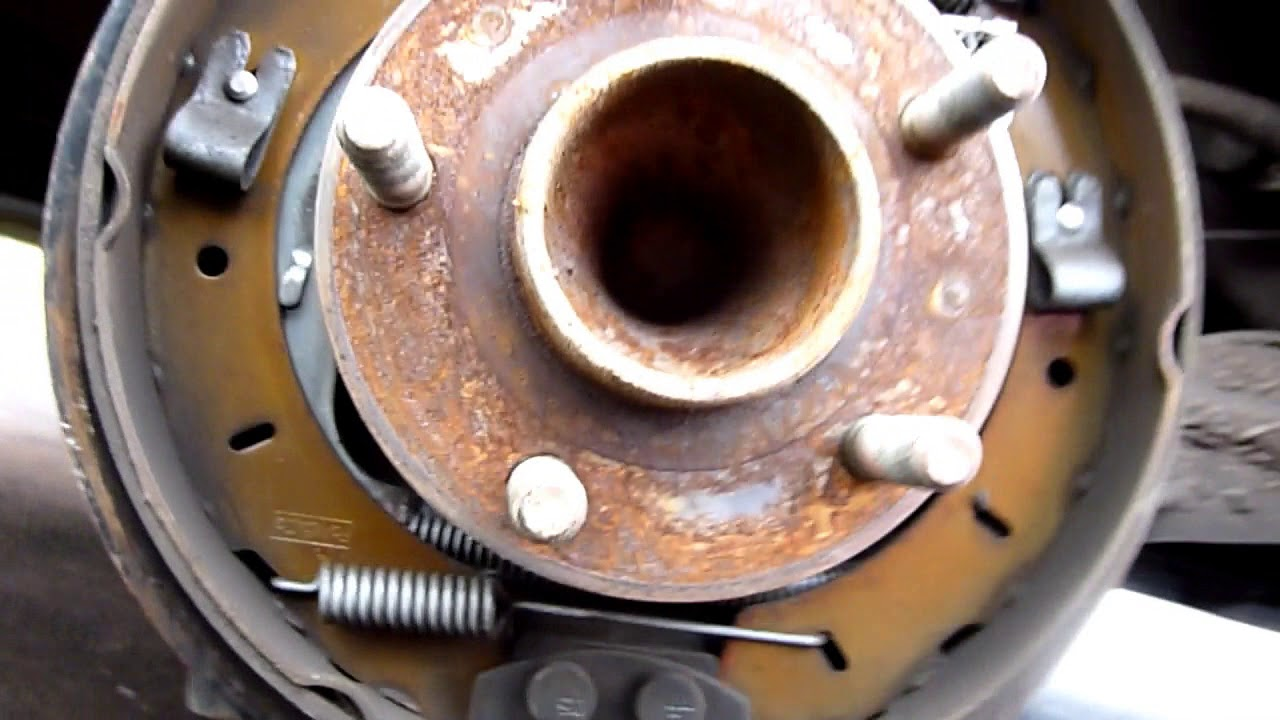 Checking the Rear Drum Brake and Brake Shoes on a Ford Focus 2015 TDCI  Estate New Shape - YouTubeYouTube