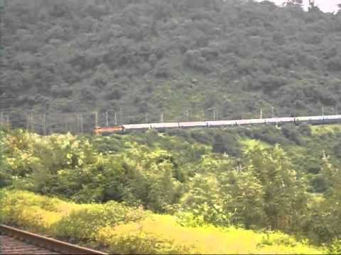 Indian Railways: Bhor Ghats, Karjat - Lonavala - Pune. Trains pass over the hill and tunnel!!