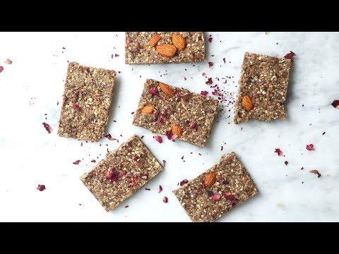 Raw Superfood Energy Bars | Iswari ©