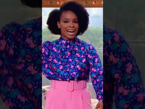"""""""Friendship is food!"""" Amber Ruffin Surprises Kelly With NYC Pizza"""