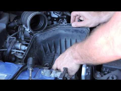 Замена воздушного фильтра Toyota RAV4 2.2. How to Replacement air filter Toyota RAV4