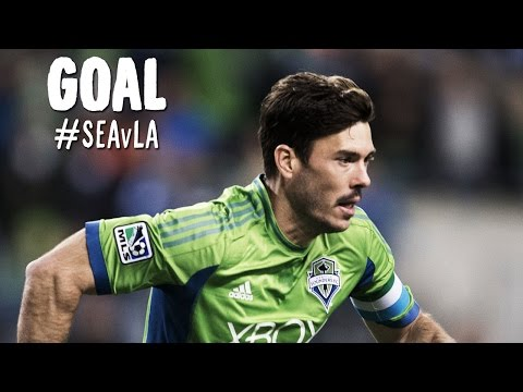 GOAL: Brad Evans smashes one home to level the aggregate score | Seattle Sounders v LA Galaxy