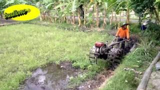 Download Video Cara Mluku atau Membajak Sawah Sebelum Ditanami Padi (Traktor QUICK) MP3 3GP MP4