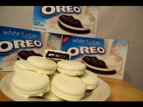 White Fudge Covered Oreo Review limited edition - YouTube