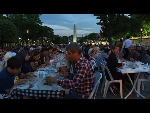Muslims mark start of Ramadan in Istanbul