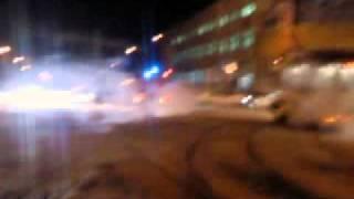 Пожарная на встречке(Кемерово, 3 декабря 2010 года. Пожарная машина проносится по встречной полосе по пр. Кузнецкому в районе Мебел..., 2010-12-04T14:49:21.000Z)