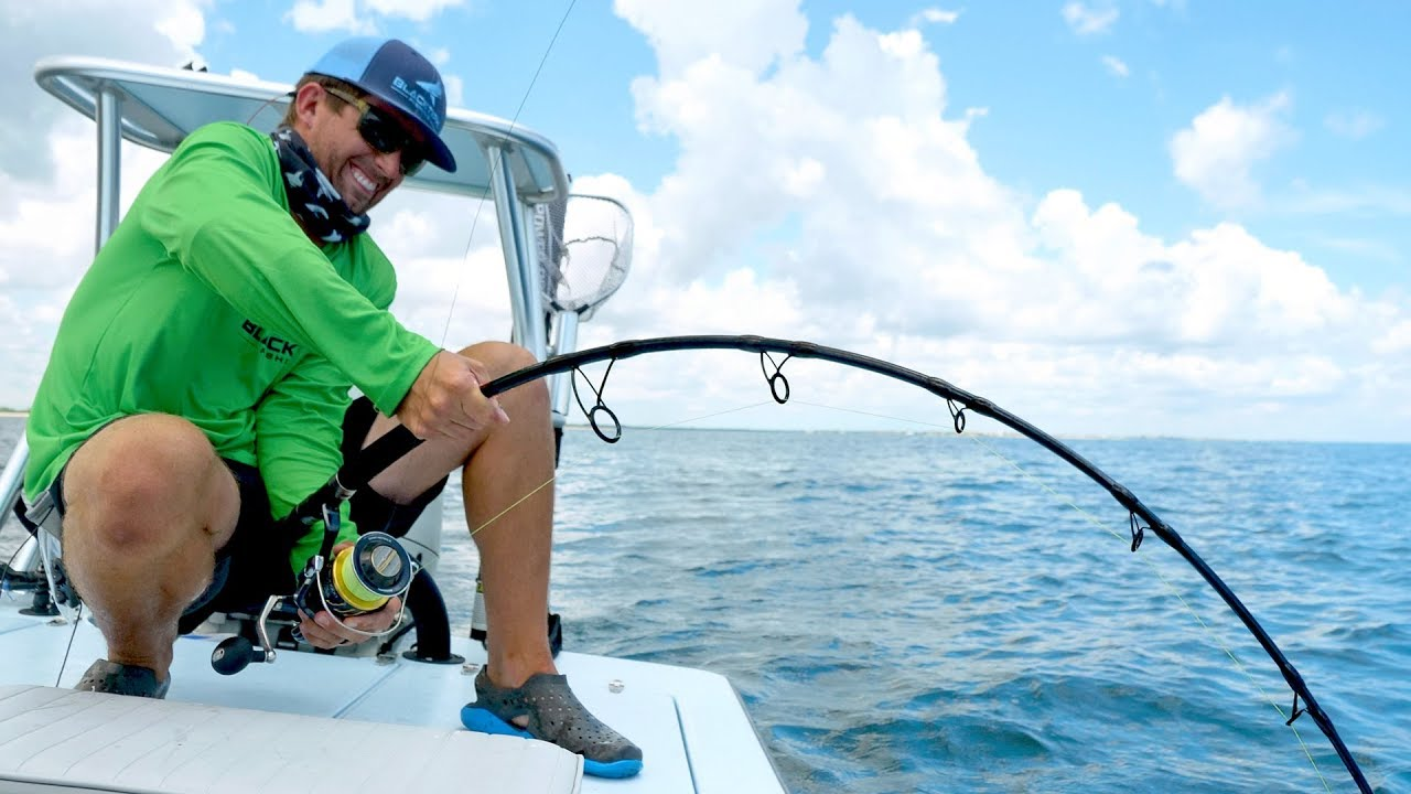 fighting-a-1000-lb-monster-sawfish-for-hours