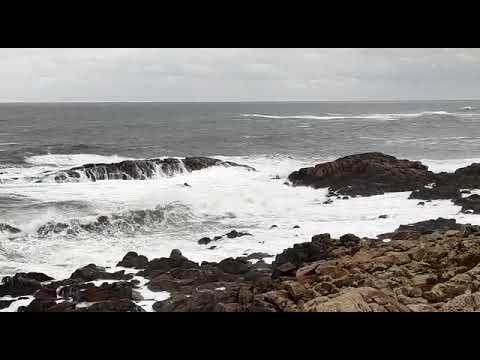 El mar bate en A Mariña con fuerza