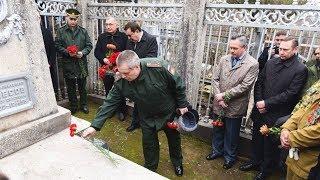 На кладбище в Душанбе почтили память героев Великой Отечественной войны