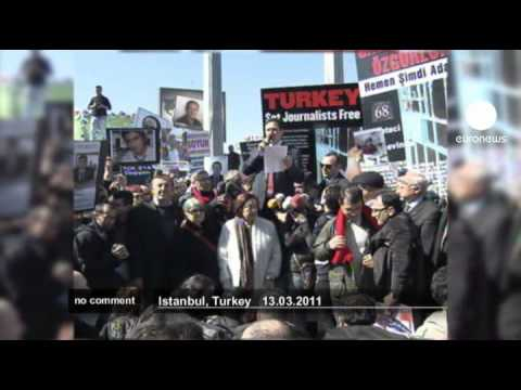 Turkish journalists protest over arrested colleagues - no comment