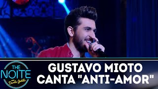 Gustavo Mioto canta