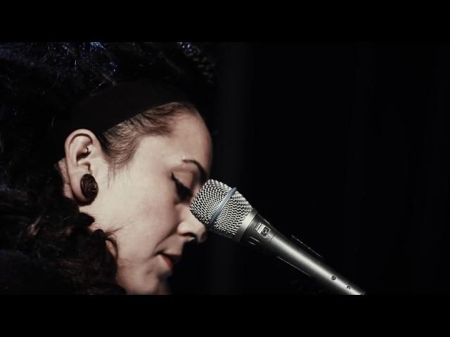 Amaia Izarzugaza trio - Momentu onien = Just in Time