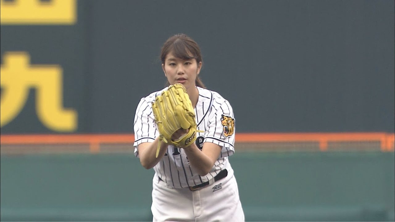 「稲村亜美 始球式」の画像検索結果