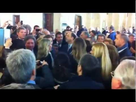 I parlamentari del pdl entrano in tribunale youtube for Parlamentari pdl