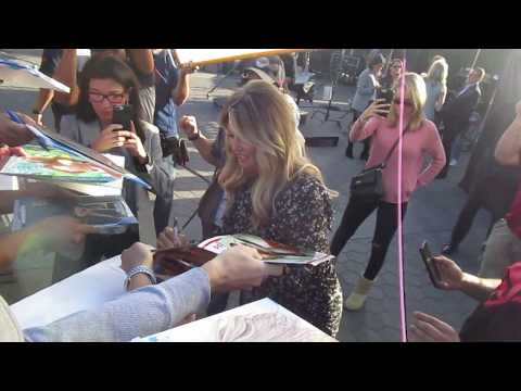 sports-illustrated-swimsuit-model-christie-brinkley-signing-autographs-at-extra-tv