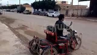 مواطن من ذوي الاحتياجات الخاصة و أب لطفلين يؤدي واجبه الانتخابي ببلدية سيدي سعادة في  غليزان