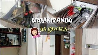 LIMPANDO A CASA| ORGANIZANDO AS GAVETAS DE UTENSÍLIOS DO ARMÁRIO DA COZINHA