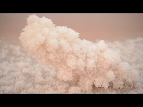 Wonder of nature: Large scale of salt crystals formed in north China