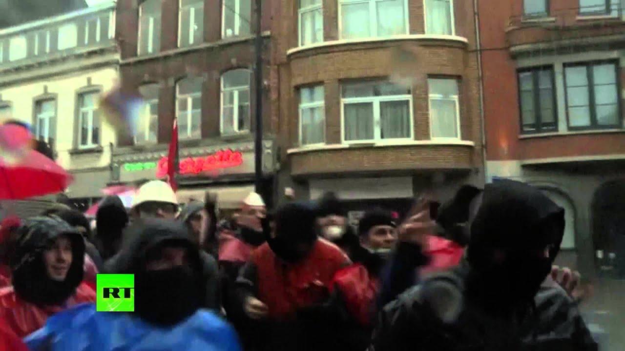 Полиция в Бельгии разгоняет тысячи бастующих рабочих