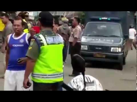 Bentrok !!! Ojek Online vs Sopir Angkot di kota Bogor