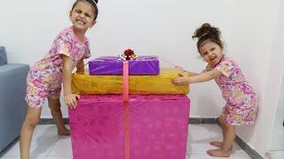 سوار وماسة يريدوا نفس الهدية 💝 | فتح هدايا