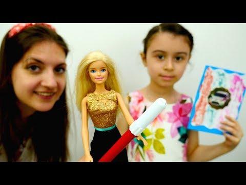 Играем в Куклы Барби. Барби – Герой Видео Игры! Кукла Барби Мультик. Игрушки для Девочек. Игры Барби