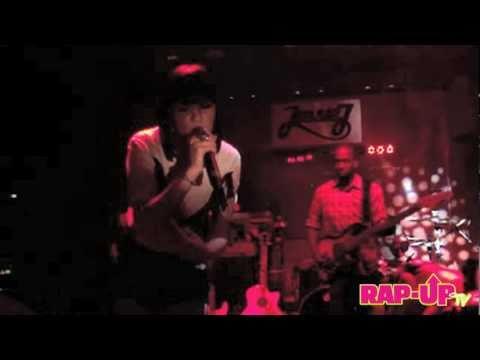 Jessie J Performs 'L.O.V.E.' in Los Angeles